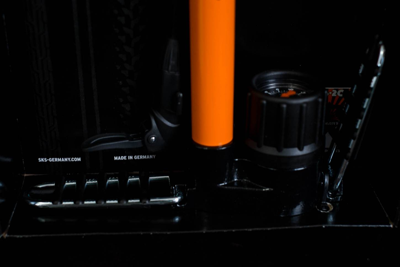 SKS da corsa compressore da pavimento pompa bicicletta Multi-Valvola DV/AV/SV arancione 16 Bar
