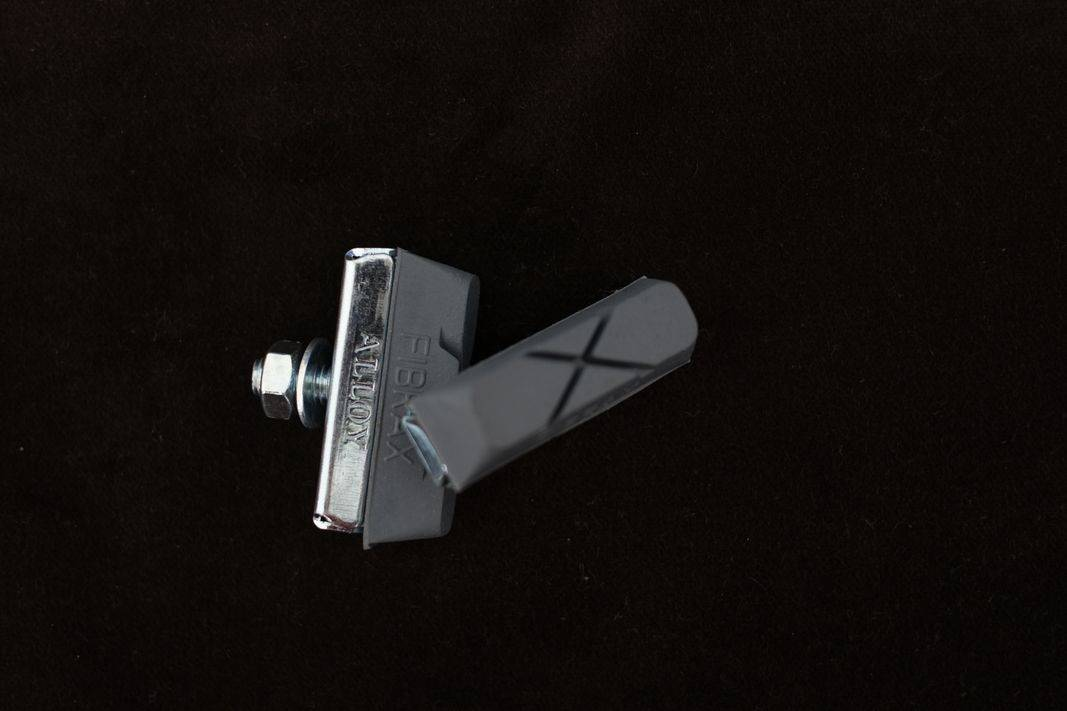 Fibrax Bremsschuhe grau für Vintage Bremsen Brake Pads 2 Stück / Paar