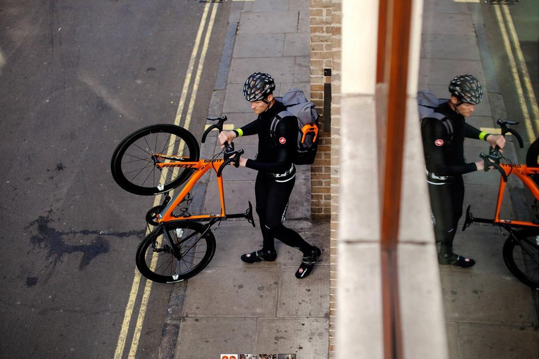Hiplok DX Bügelschloss mit Clip Ride in schwarz orange rot // 15 x 8,5 cm