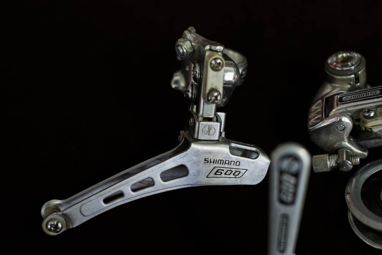 Dérailleur arrière Shimano 600 First Generation 6100 + dérailleur avant + manettes de dérailleur Vélo de route vintage