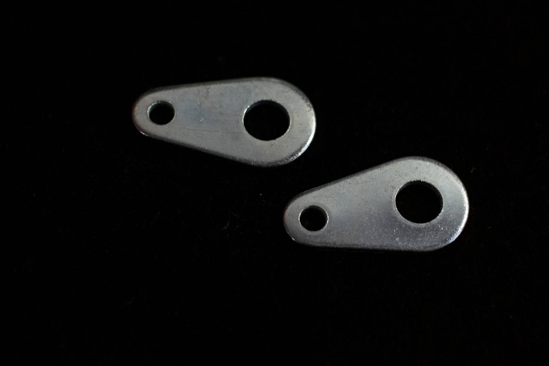 Achslasche zur Befestigung von VR-Streben Aufnahme M9x1 mit Strebenöse M5