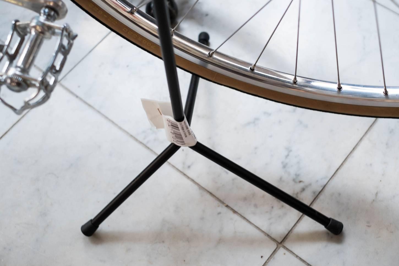 Präsentationsständer Dreibein Hinterradständer Ausstellungständer in schwarz