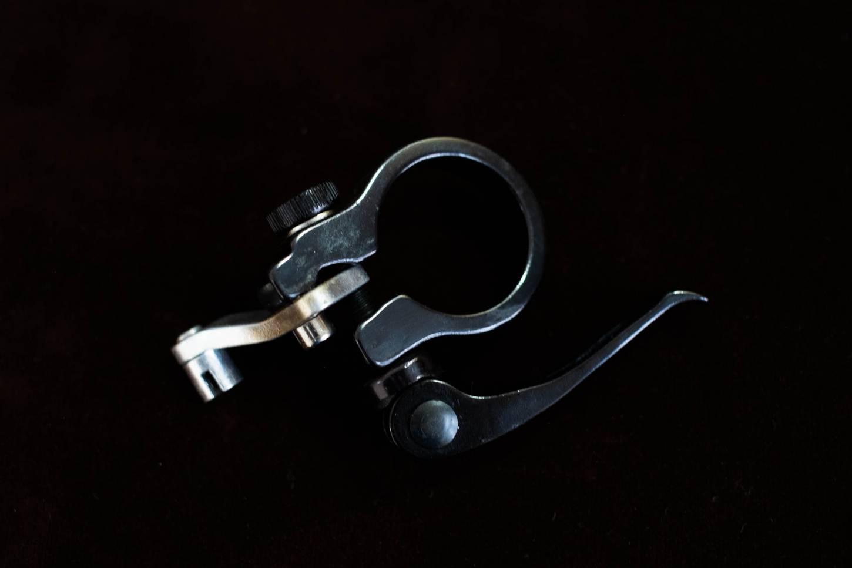 Sattelstützklemme 34,9mm schwarz inkl. Schnellspanner + Bremskabelgegenhalter