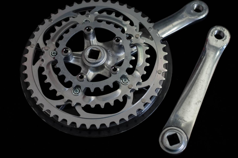 Sugino XD, 2 Kurbel, Crankset, 3-Fach, 175 mm ,110 LK, mit Kettenblätter, 48/36/26 T, in silber, Kettenschutz,