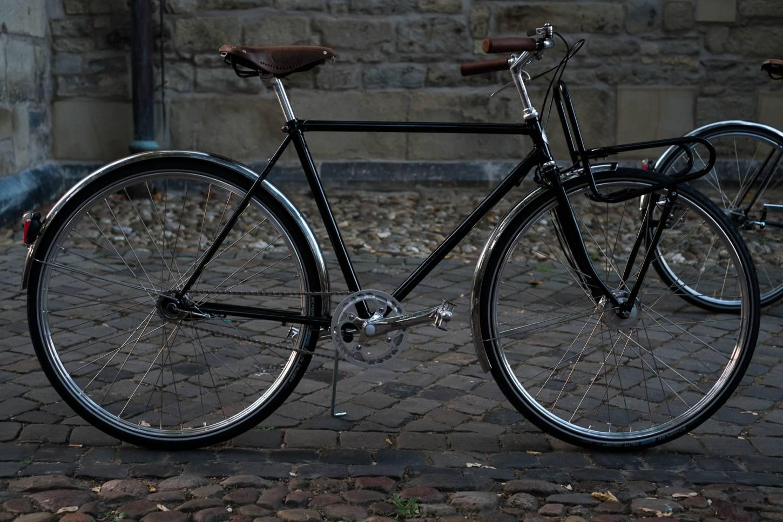 Modelo de hombres en bicicleta de la ciudad de Studio Brisant