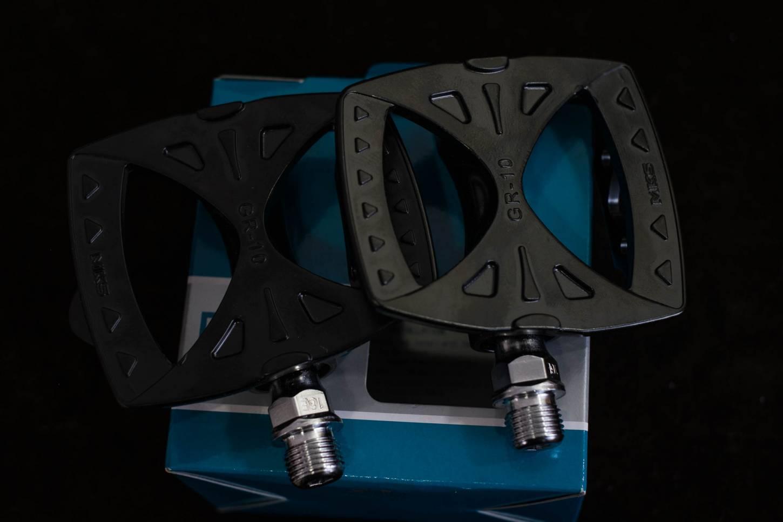 MKS GR-10 Plattform Pedale silber + schwarz