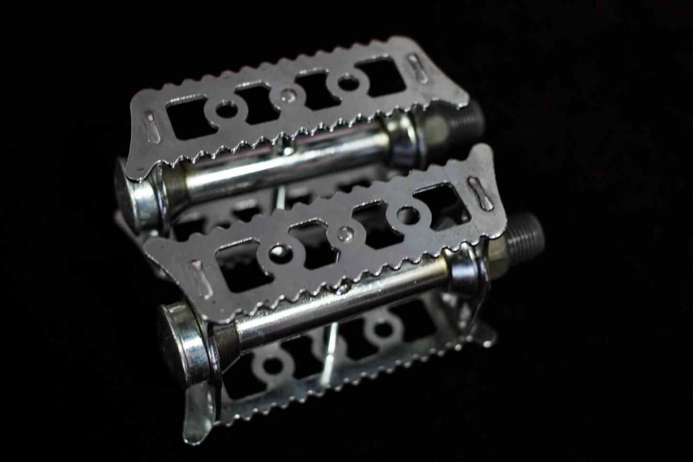 """NOS Lyotard 36 Pedals 9/16"""" x 20 Platform Steel Pedals Racing Vintage Bike"""