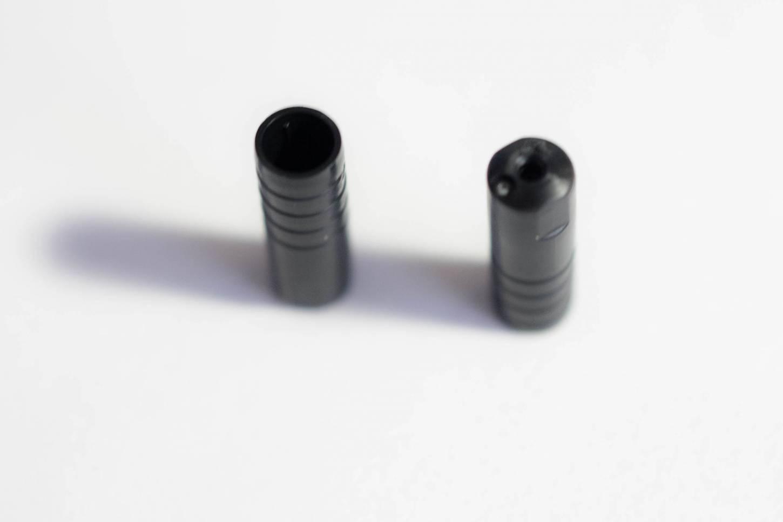 10x Tappi terminali Shimano SP40 sigillati in plastica per il coperchio esterno del cavo del cambio Ø 4 mm in nero