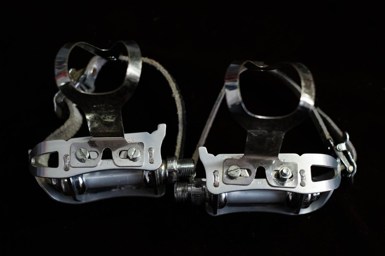 MKS Quill 2K Pedale QU-2K + Verma Riviera Pedalhaken + Pedalriemen Vintage Rennrad