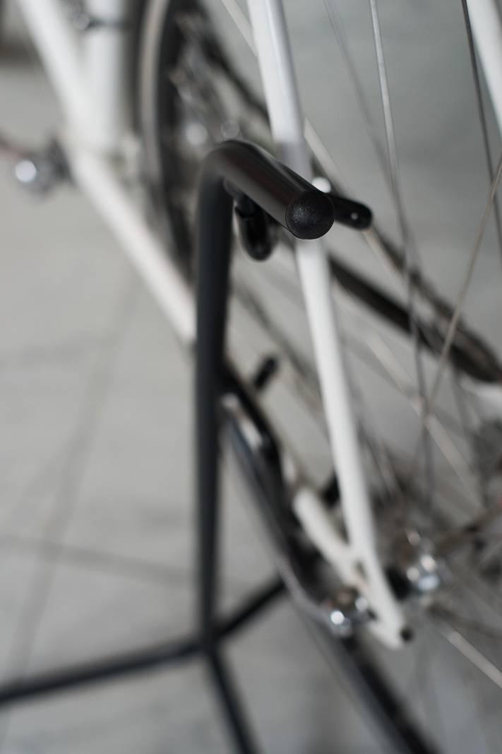 Soporte de exhibición Steco trípode 28er soporte de rueda trasera en negro - diseño estable