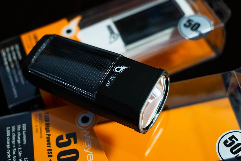 Owleye Hybrid Lux 50 Solar Power Light 220 Lumen Head Light Anstecklicht vorne