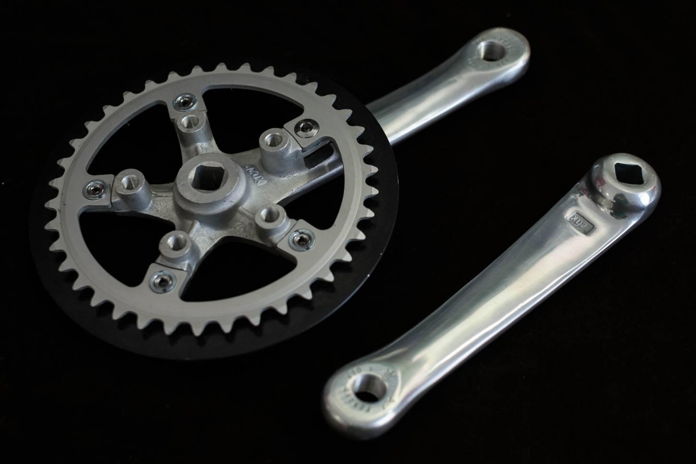 Sugino XD 2, Kurbel, Crankset, 1-Fach, 170 mm, 110 LK, mit Kettenblatt ,38 T, + Kettenschutzring, in schwarz,