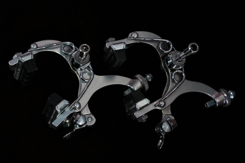 Les freins NOS Campagnolo Gran Sport sont réglés à l'avant et à l'arrière